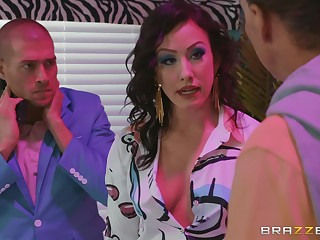 Brunette floosie Jennifer White missionary fucked and gets a facial