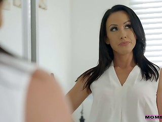 Whorish stepmom Jennifer White gives a blowjob to her show son and his establishing fellows