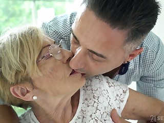 Young good-looking gigolo fucks old nasty latitudinarian Malya and cums on her wrinkled face