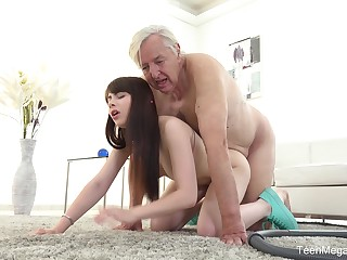 Aged man sticks his penis surrounding the young niece's hungry cunt
